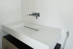 Lavabo design en résine