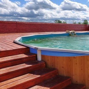 Piscine semi enterr e une alternative tendance mais quel prix - Prix piscine semi enterree ...