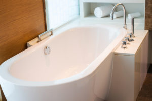 Prix de pose d'une baignoire : le coût total à prévoir
