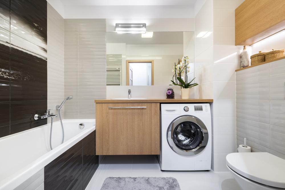Salle de bain complète avec meubles