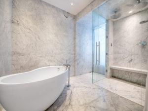 Salle de bain italienne en béton ciré