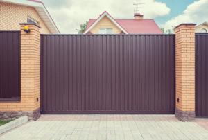 portail en aluminium ce que nous en pensons prix et mod les. Black Bedroom Furniture Sets. Home Design Ideas