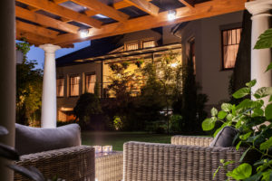 prix de pose d une pergola bioclimatique tout ce que vous devez savoir. Black Bedroom Furniture Sets. Home Design Ideas