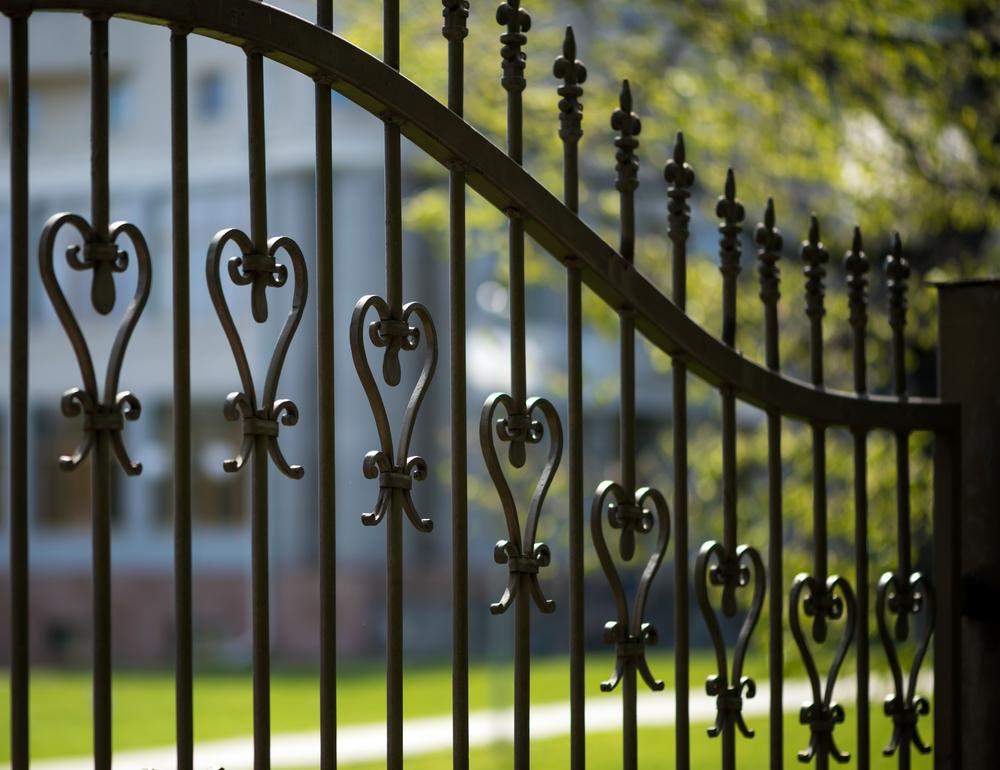 prix de pose de clôture en fer forgé