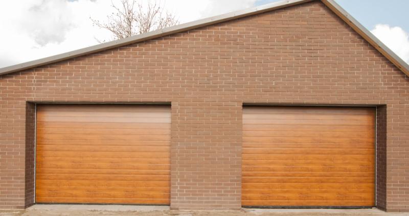 Double porte de garage en bois