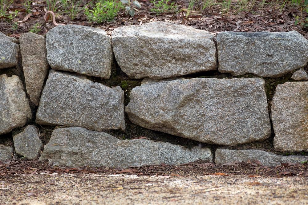 Enrochement - mur de soutènement - talus