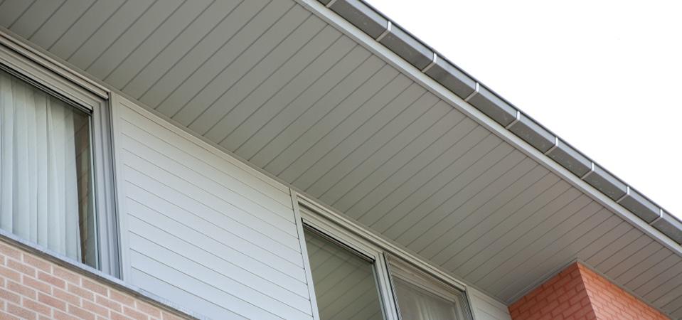Tout savoir sur le d bord de toit prix installation for Prix pose fenetre de toit