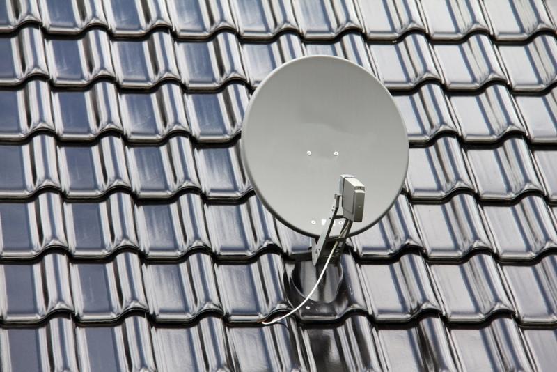 Antenne parabolique sur toiture