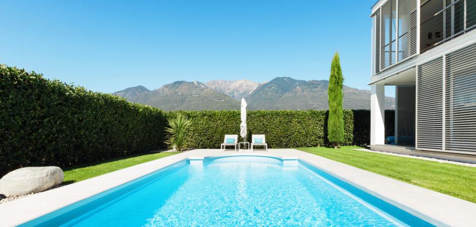piscine coque atouts prix et photos de constructions. Black Bedroom Furniture Sets. Home Design Ideas