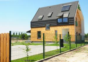 Installation volet roulant solaire sur une maison invididuelle